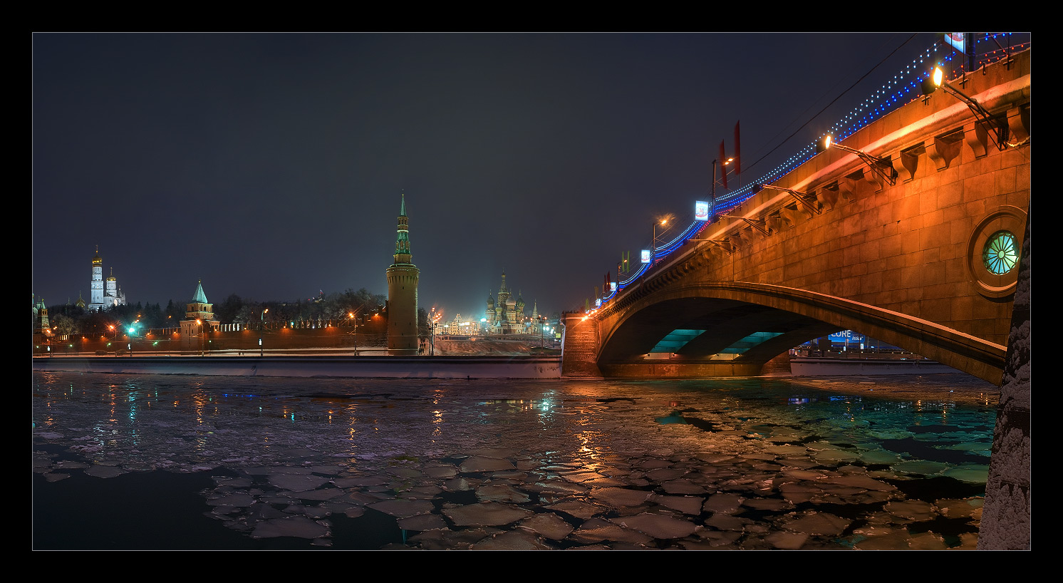 Bright photographs of night Moscow by Andrey Ulyashev - 16