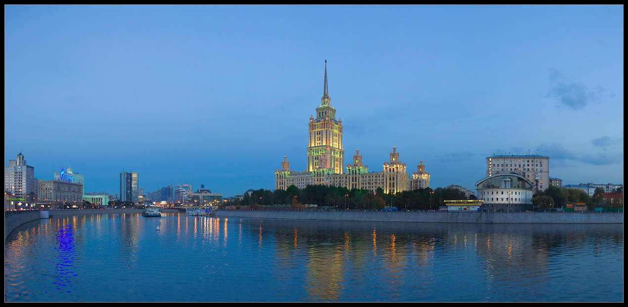 Bright photographs of night Moscow by Andrey Ulyashev - 25