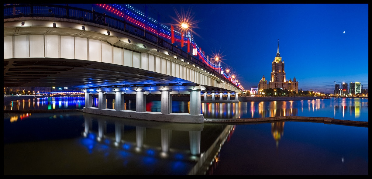 Bright photographs of night Moscow by Andrey Ulyashev - 39