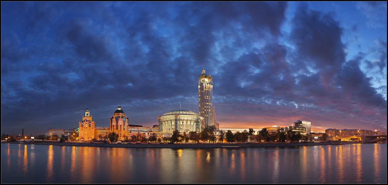 Bright photographs of night Moscow by Andrey Ulyashev - 8