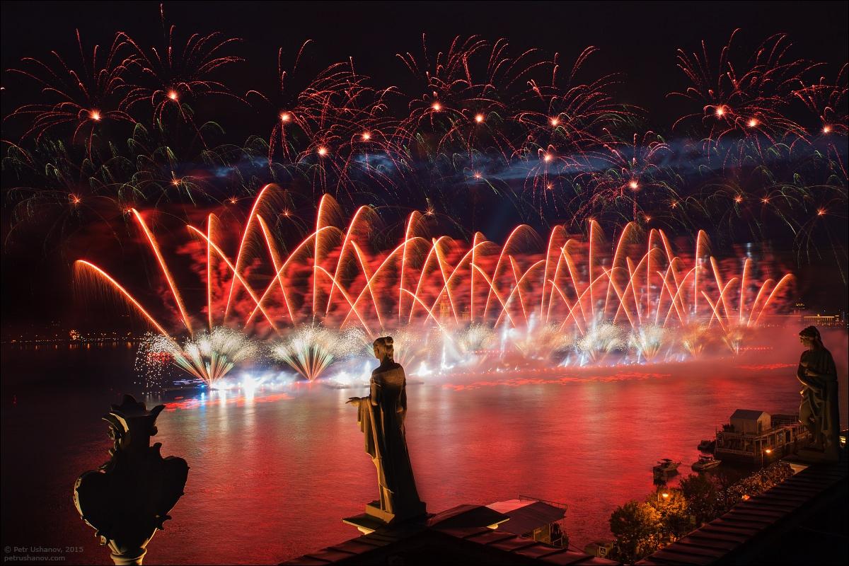 Scarlet Sails 2015: Bright fireworks show in Saint Petersburg - 10