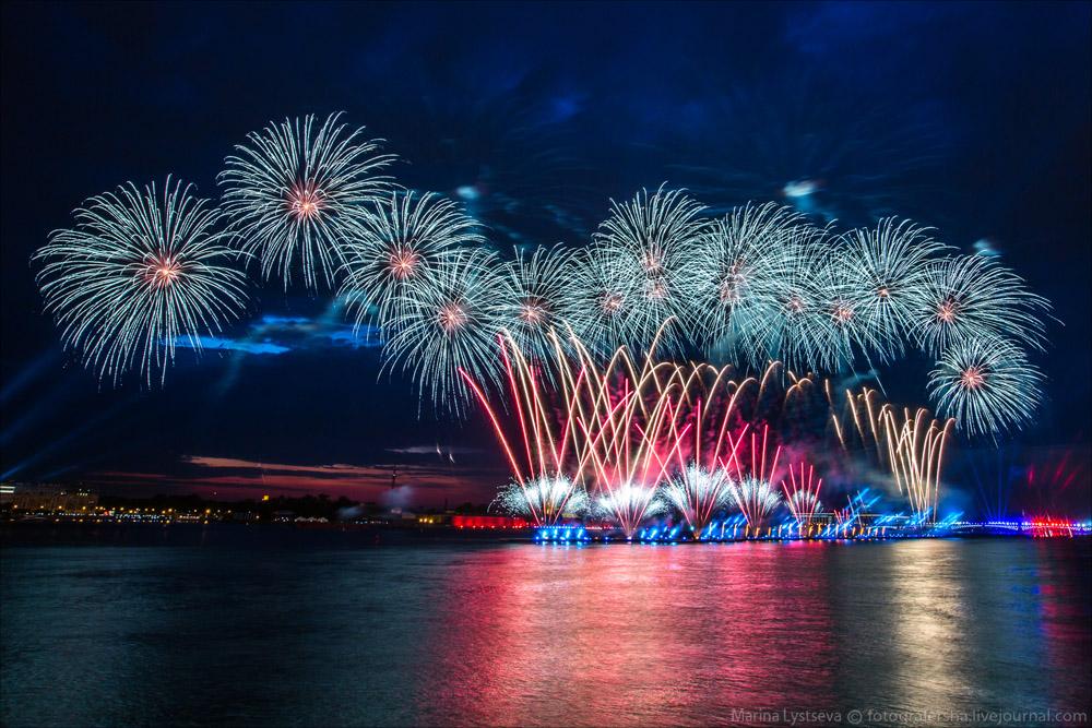 Scarlet Sails 2015: Bright fireworks show in Saint Petersburg - 23