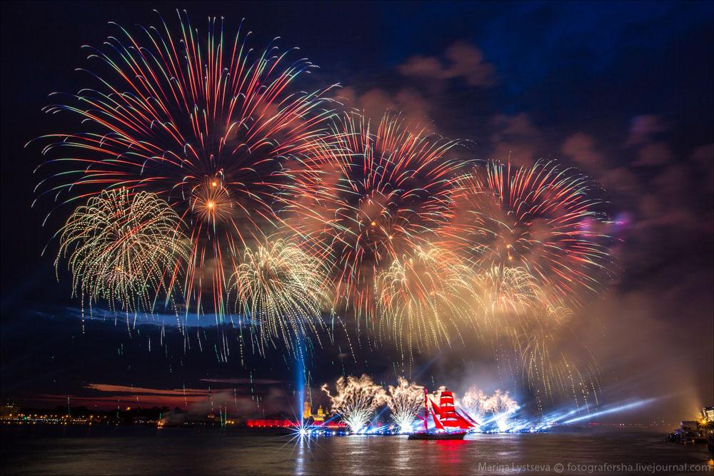 Scarlet Sails 2015: Bright fireworks show in Saint Petersburg - 33
