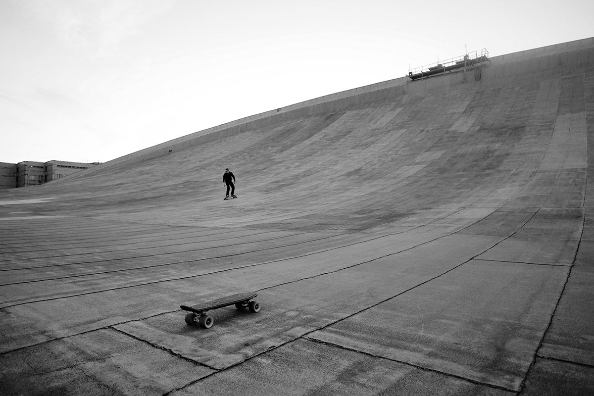 Skateboarding on the roof of the Olimpiysky Swimming Pool - 6