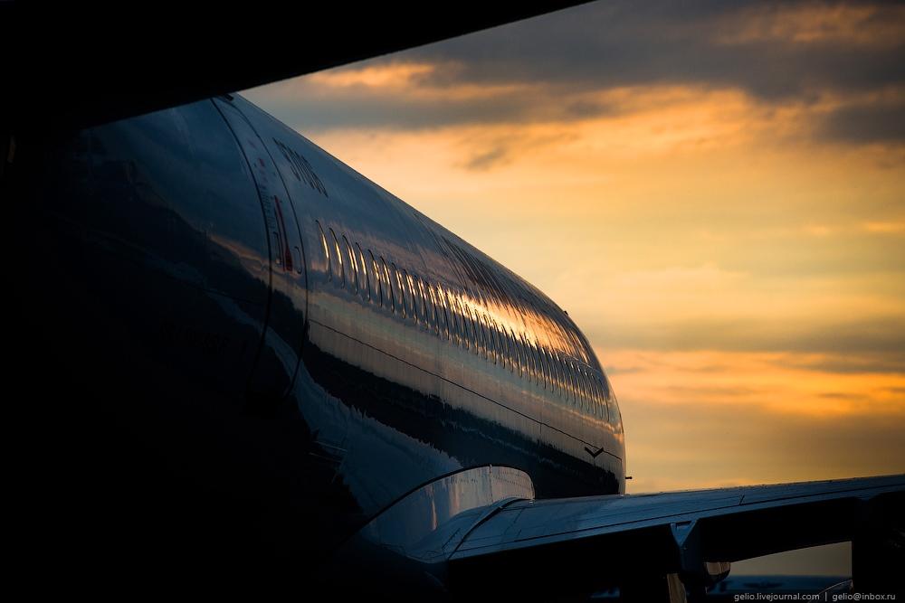 Sukhoi Superjet 100: Modern Russian passenger jet airliner - 20