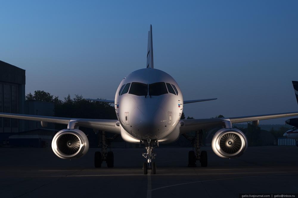 Sukhoi Superjet 100: Modern Russian passenger jet airliner - 3