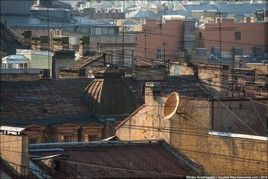 Above the city: Walking on the roofs in Saint Petersburg - 11