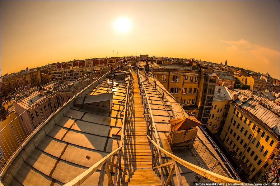 Above the city: Walking on the roofs in Saint Petersburg - 2