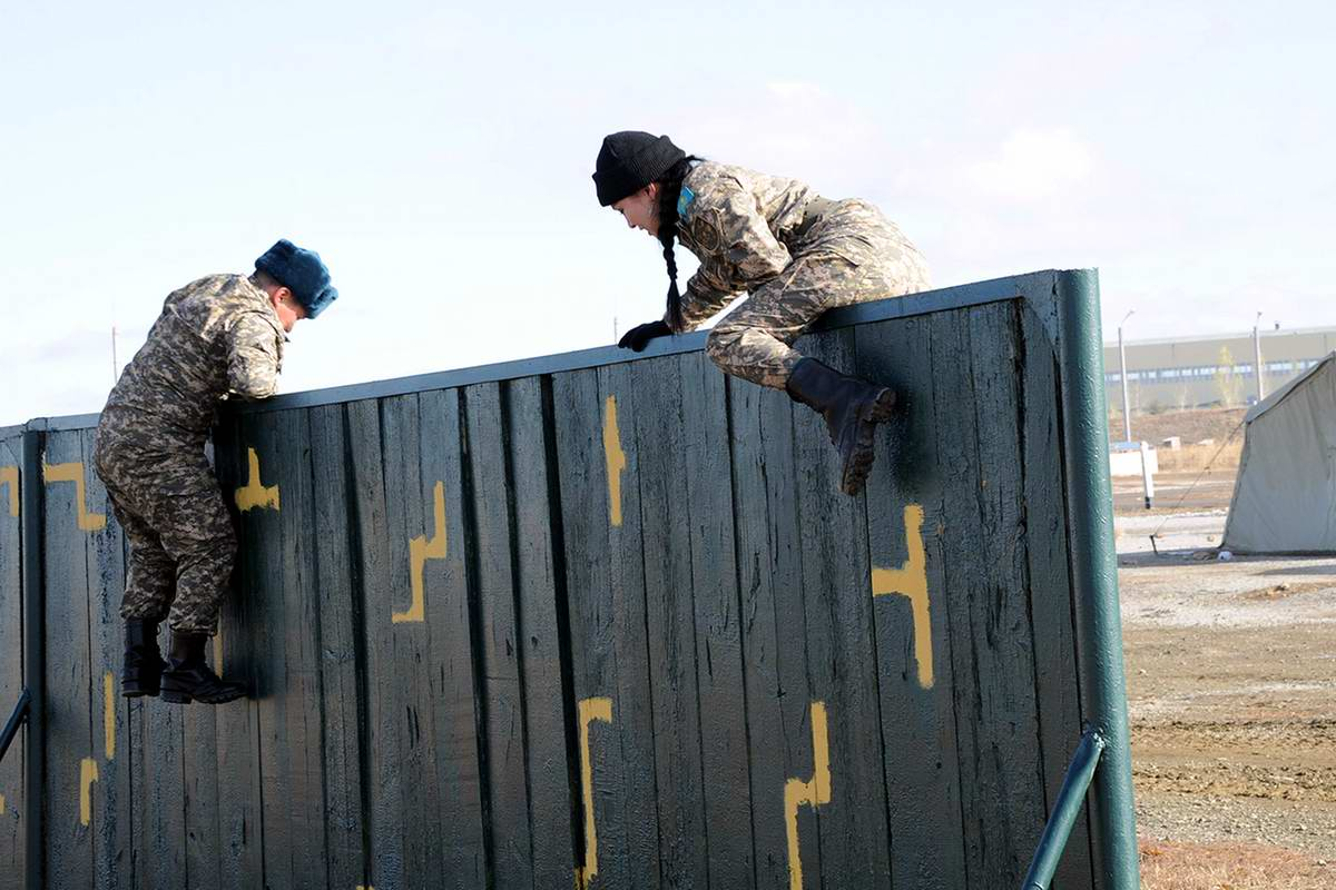 Feminine Armed Forces: Girls from the army of Kazakhstan - 24