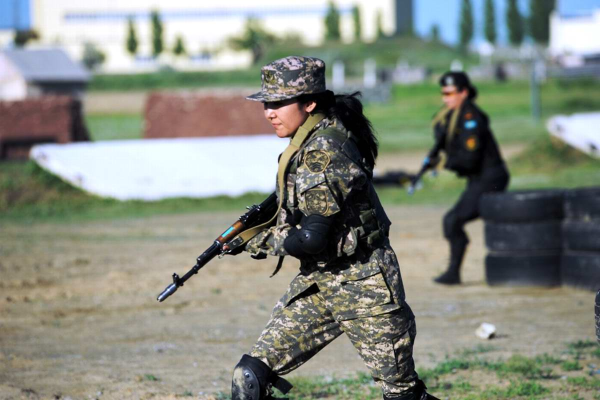 Feminine Armed Forces: Girls from the army of Kazakhstan - 32