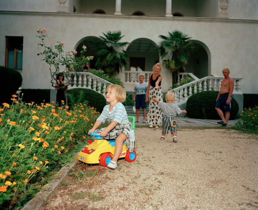 Ukraine 1990s: The city of Yalta on photos by Martin Parr - 35