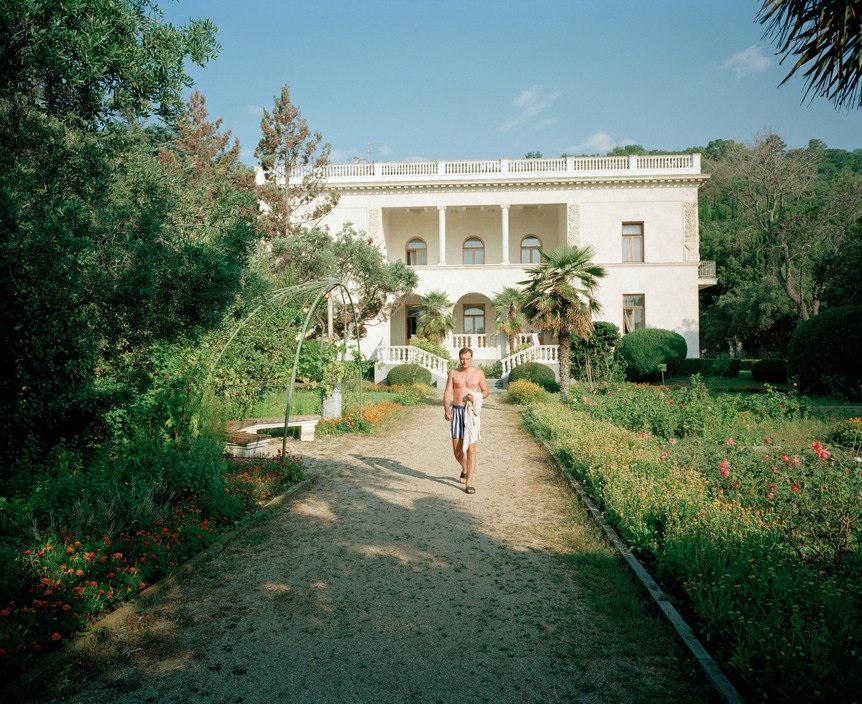 Ukraine 1990s: The city of Yalta on photos by Martin Parr - 9