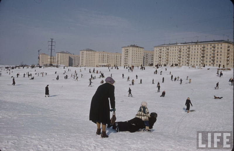 Vintage photos of the harsh winter in the era of Soviet Union - 18