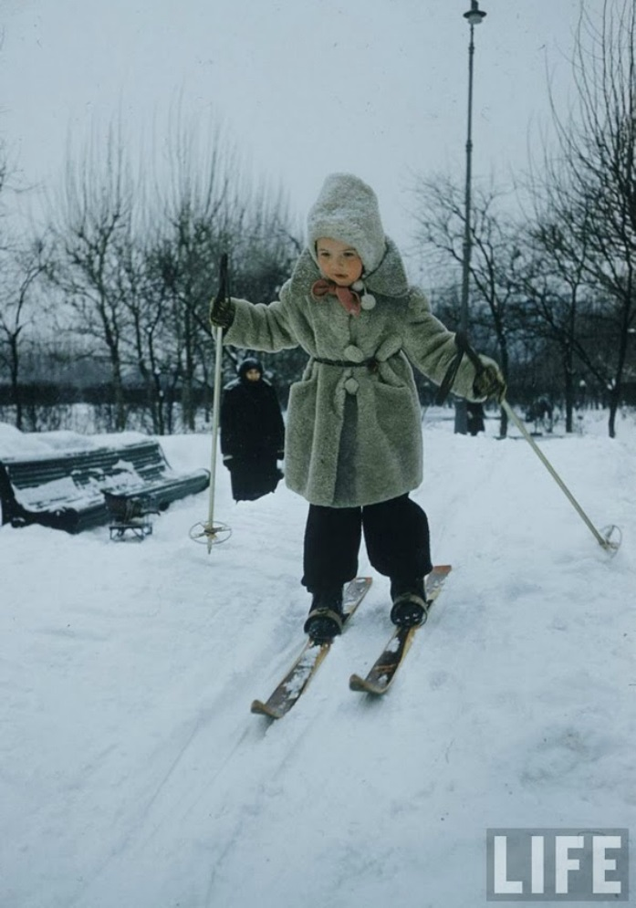 Vintage photos of the harsh winter in the era of Soviet Union - 20