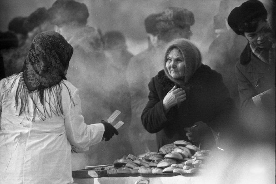 Vintage photos of the harsh winter in the era of Soviet Union - 24
