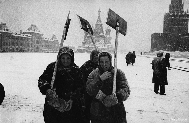 Vintage photos of the harsh winter in the era of Soviet Union - 26