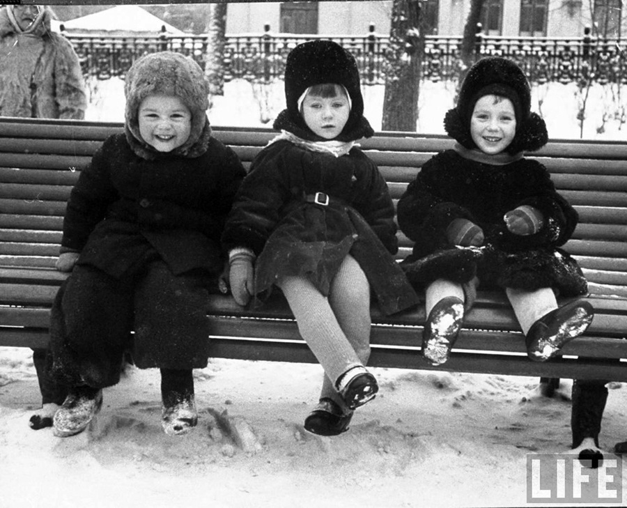 Vintage photos of the harsh winter in the era of Soviet Union - 33