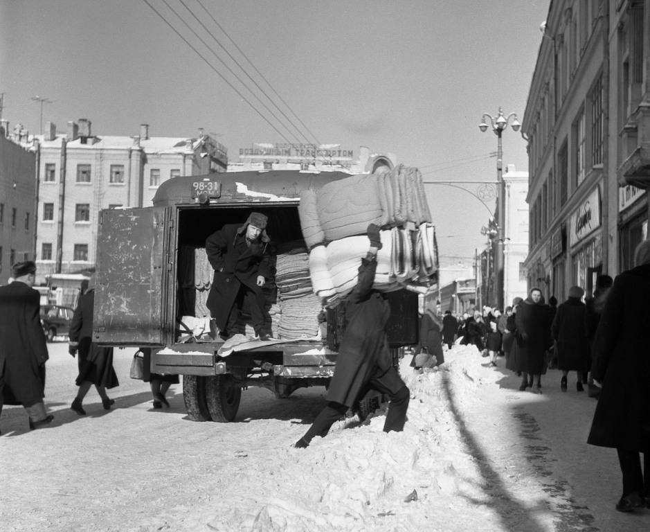 Vintage photos of the harsh winter in the era of Soviet Union - 36