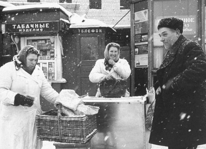 Vintage photos of the harsh winter in the era of Soviet Union - 39
