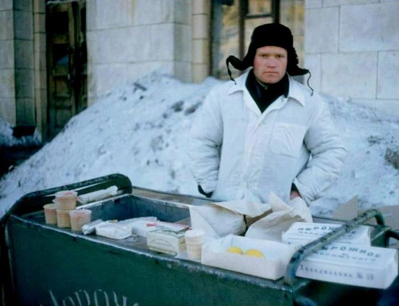 Vintage photos of the harsh winter in the era of Soviet Union - 44