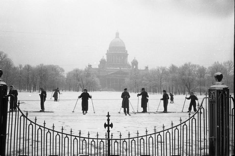 Vintage photos of the harsh winter in the era of Soviet Union - 45