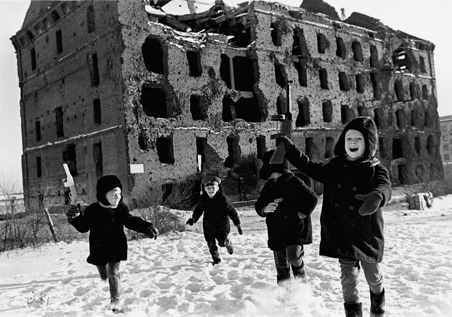 Vintage photos of the harsh winter in the era of Soviet Union - 48