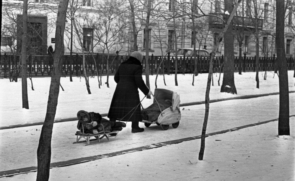 Vintage photos of the harsh winter in the era of Soviet Union - 50