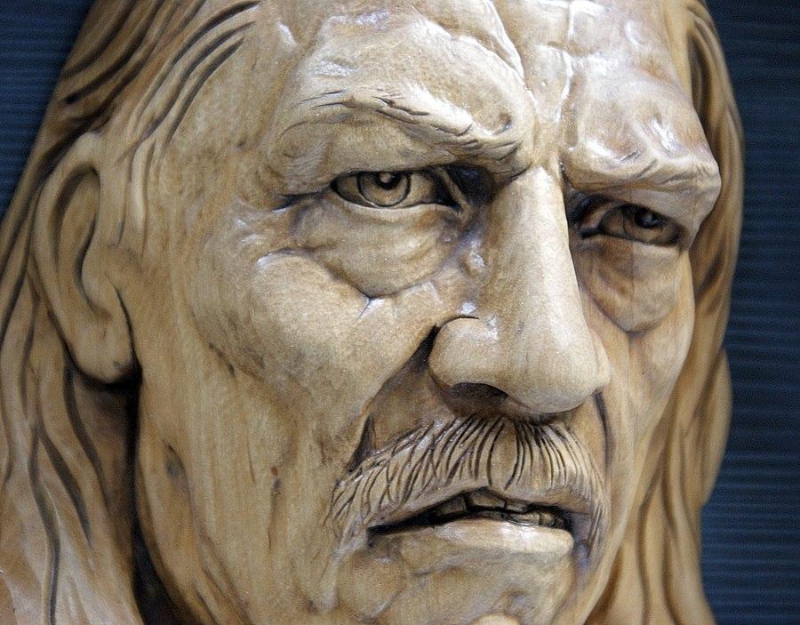 Impressive carved wood and bone figures by Andrey Sagalov - 4
