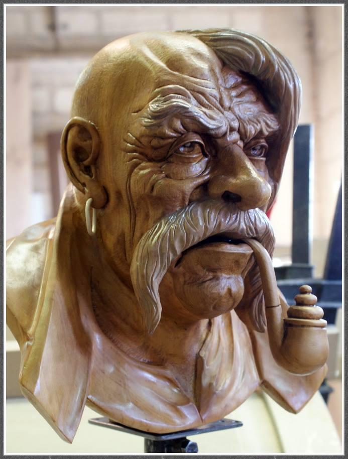 Impressive carved wood and bone figures by Andrey Sagalov - 7