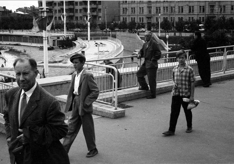 Moscow in 1963: Vintage photographs by Gerald Bloncourt - 35