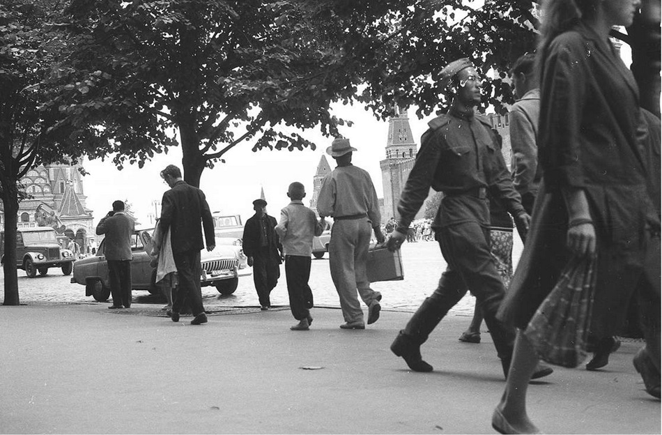 Moscow in 1963: Vintage photographs by Gerald Bloncourt - 37
