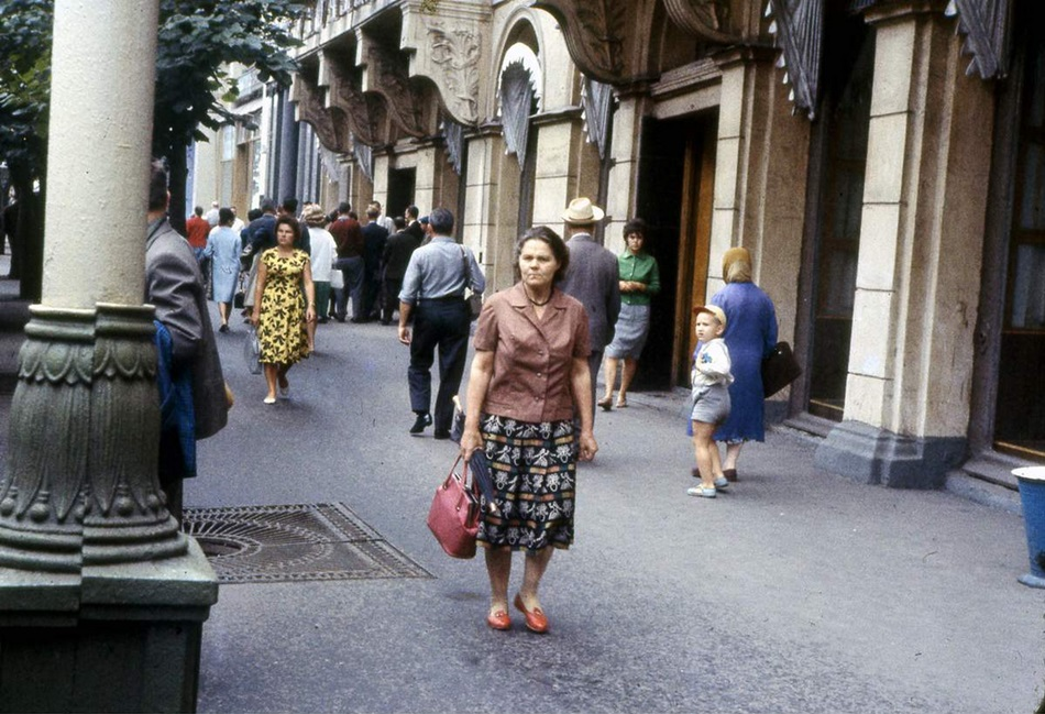 Moscow in 1963: Vintage photographs by Gerald Bloncourt - 41