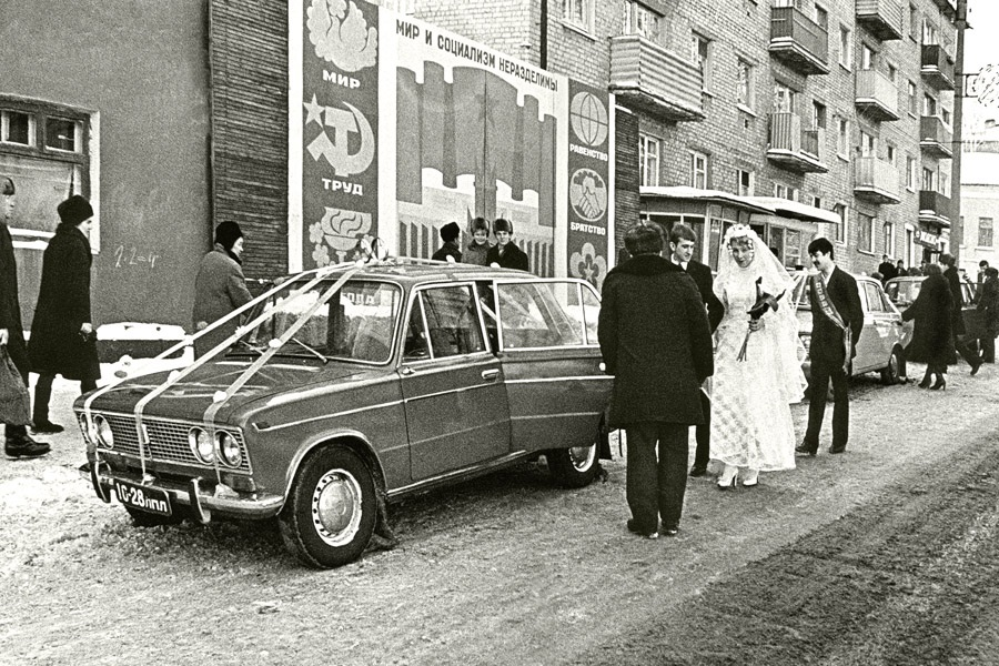 Colour of Soviet weddings on photographs of the bygone era - 58