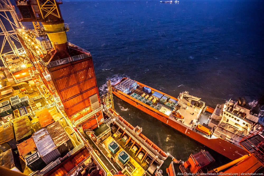 Russian ice-resistant oil platform Prirazlomnaya in the Arctic - 11