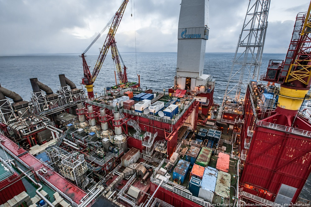 Russian ice-resistant oil platform Prirazlomnaya in the Arctic - 12