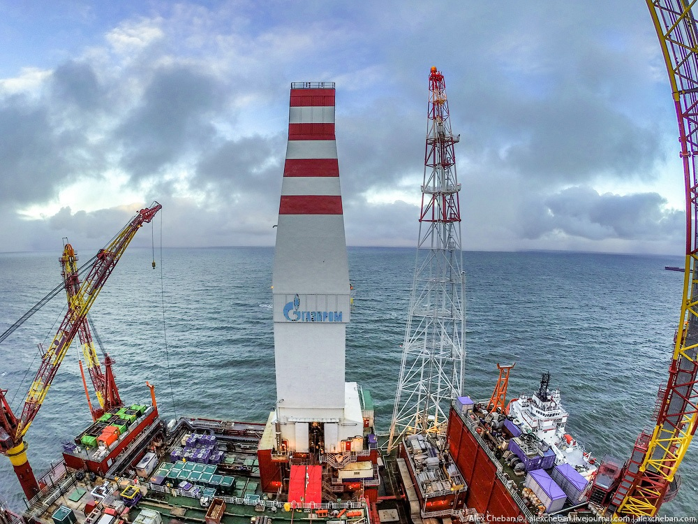 Russian ice-resistant oil platform Prirazlomnaya in the Arctic - 13