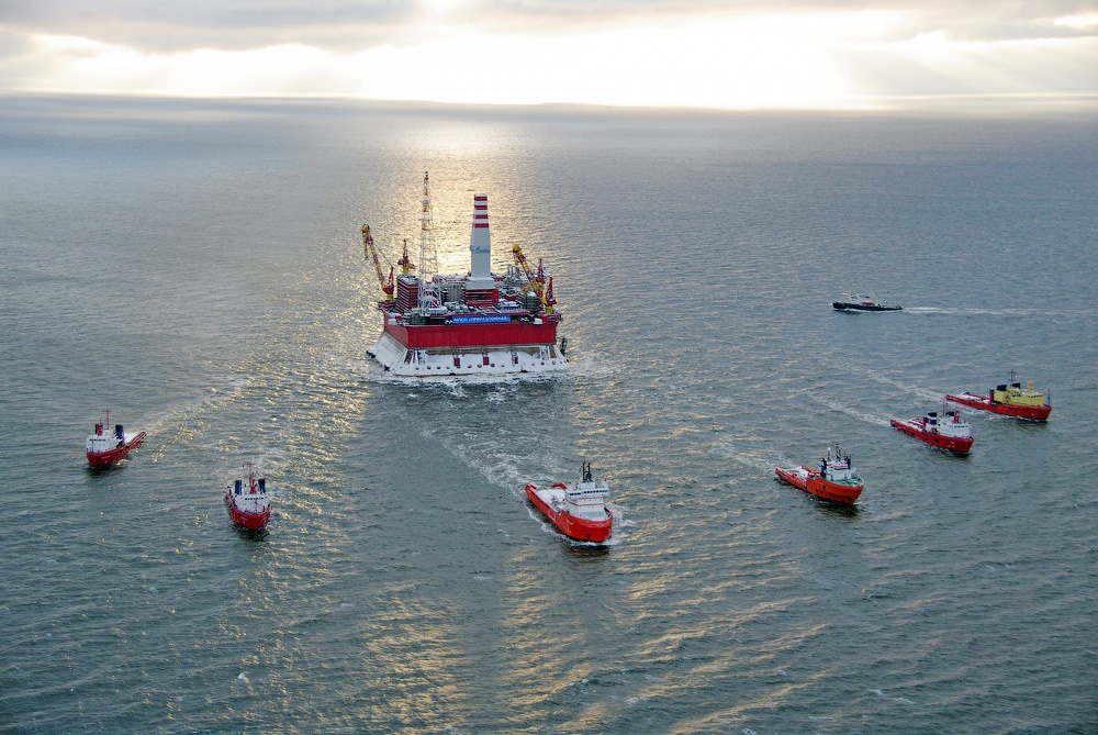 Russian ice-resistant oil platform Prirazlomnaya in the Arctic - 2