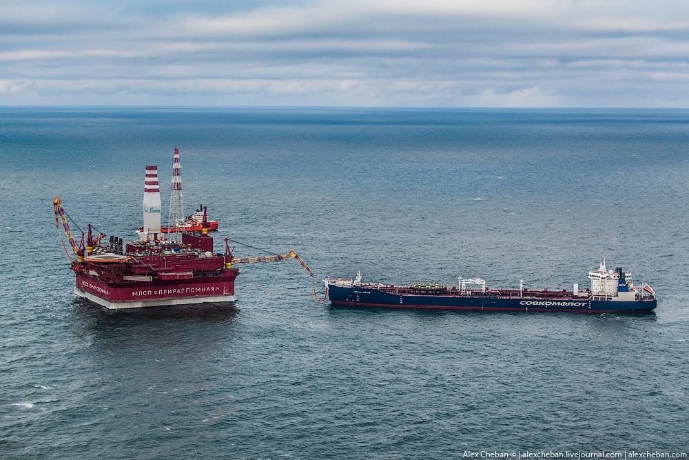 Russian ice-resistant oil platform Prirazlomnaya in the Arctic - 3