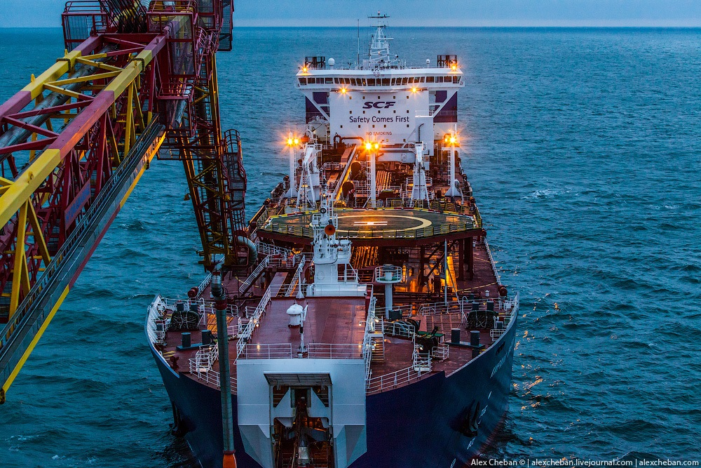 Russian ice-resistant oil platform Prirazlomnaya in the Arctic - 6