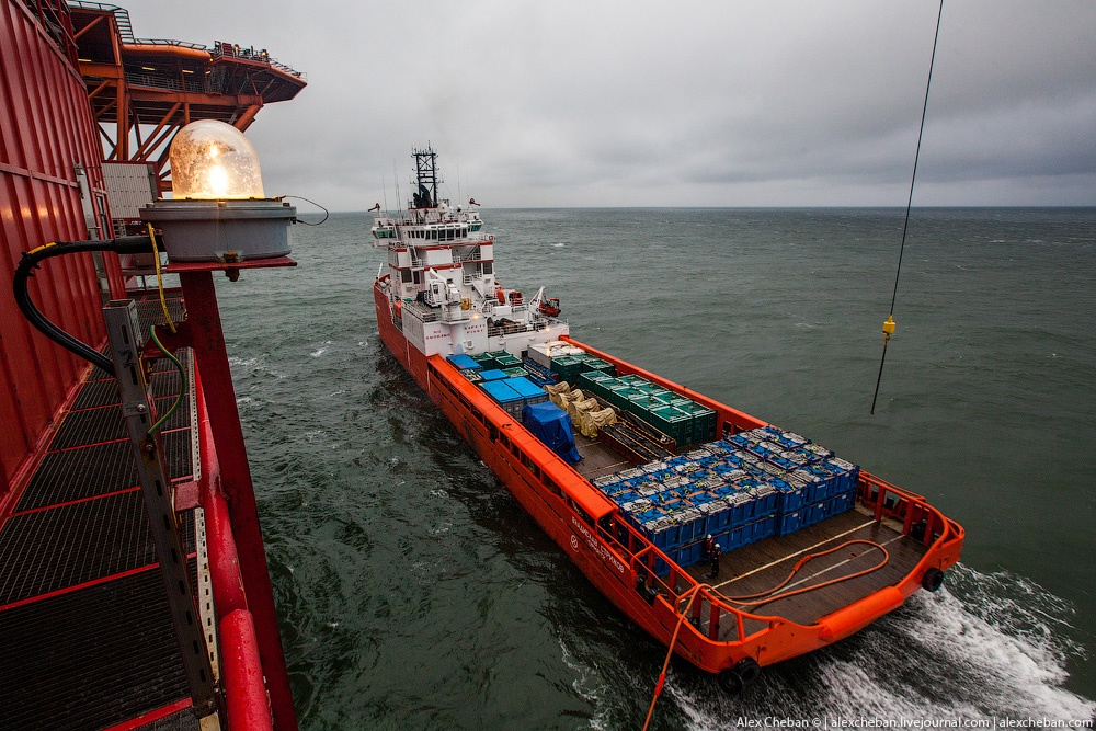 Russian ice-resistant oil platform Prirazlomnaya in the Arctic - 7