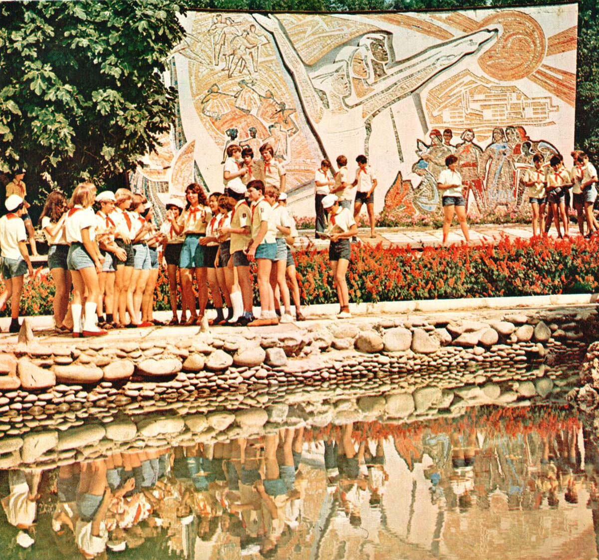 Historical photographs of Soviet Crimea's resort cities in 1970s - 30