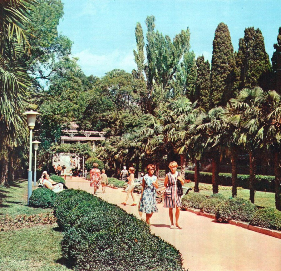 Historical photographs of Soviet Crimea's resort cities in 1970s - 43