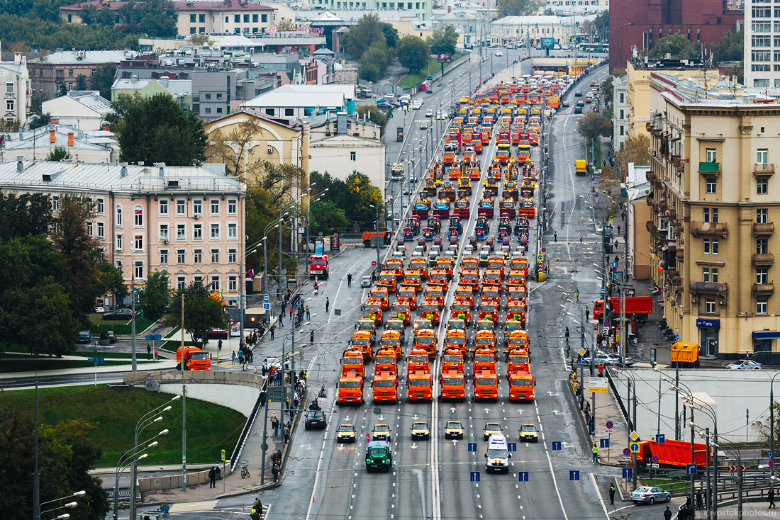 The first parade of city utility and emergency vehicles in Moscow - 1