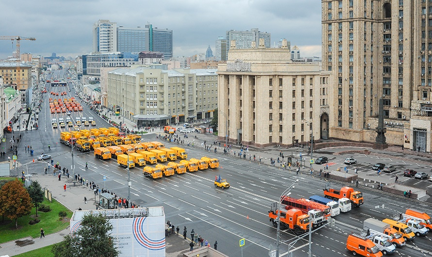The first parade of city utility and emergency vehicles in Moscow - 17