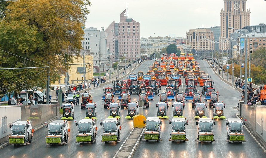 The first parade of city utility and emergency vehicles in Moscow - 18