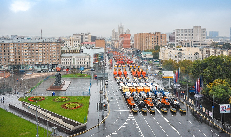 The first parade of city utility and emergency vehicles in Moscow - 19