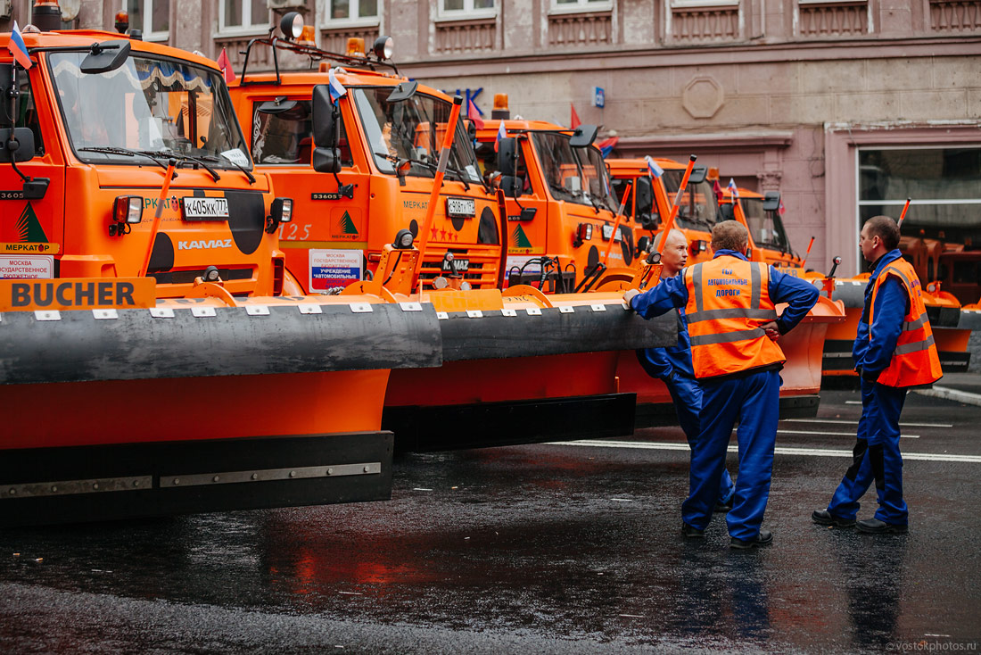 The first parade of city utility and emergency vehicles in Moscow - 7