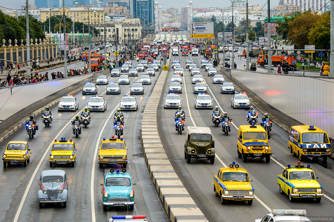 The first parade of city utility and emergency vehicles in Moscow - 8