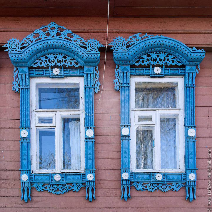 Traditional Russia: Fabulous hand-carved wooden window frames - 1