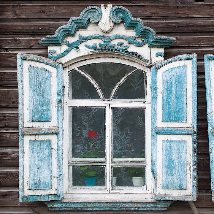 Traditional Russia: Fabulous hand-carved wooden window frames - 13